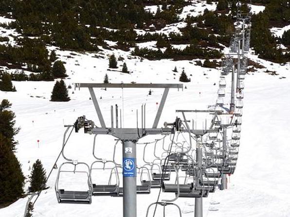 Ski-chairlift-thredbo